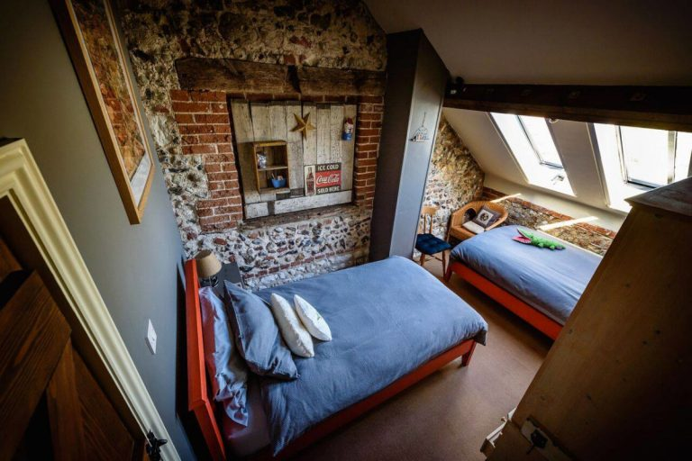 The twin bedroom at Cog Cottage in Great Walsingham.